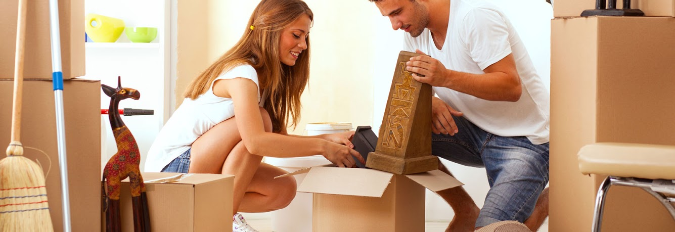 couple doing packing to move at affordable prices